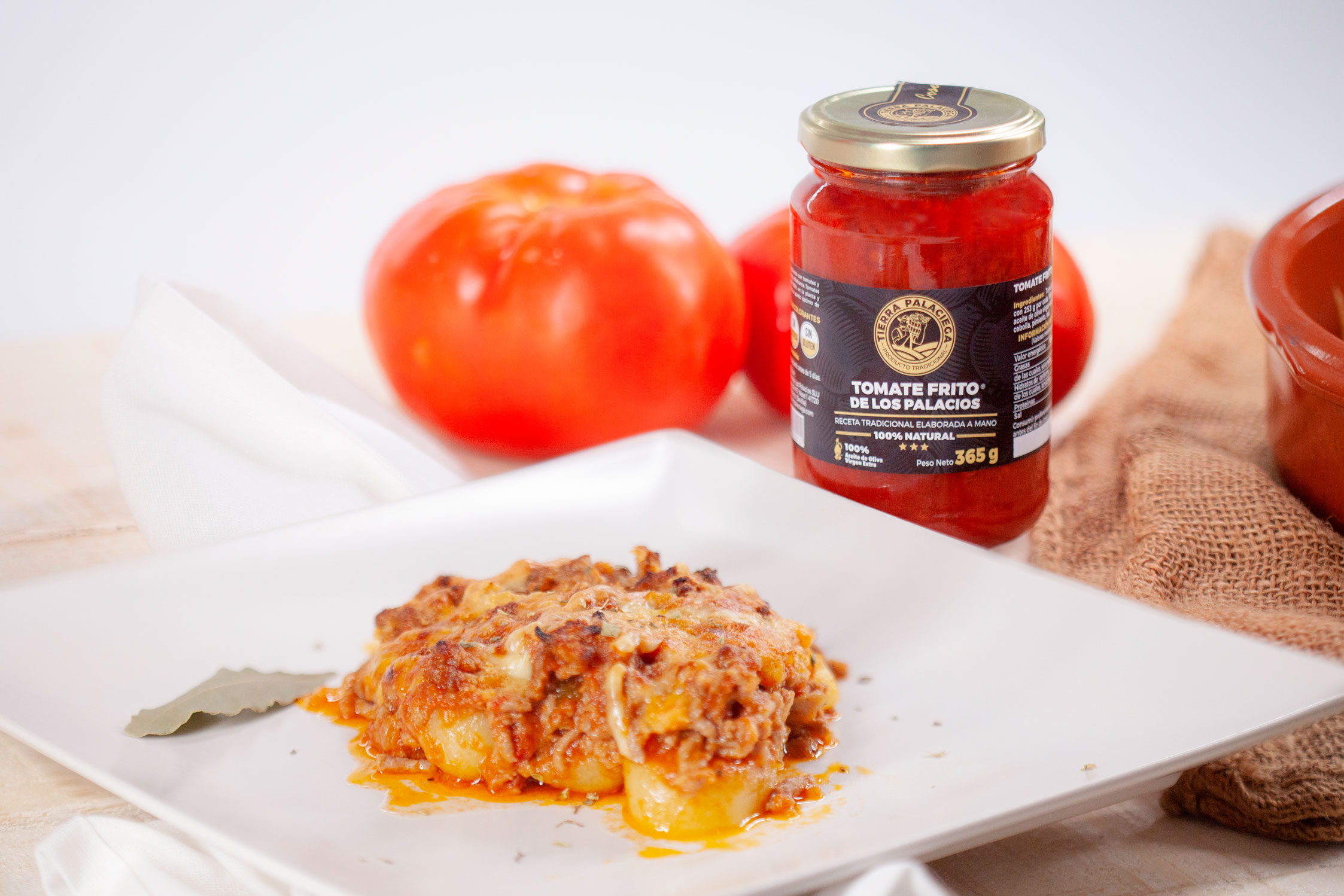 Carne picada con tomate frito de Tierra Palaciega en base de patatas al horno